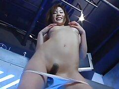 دختر زیبا با زیباترین فیلم سکسی خالکوبی هر دو سوراخ دوربین را خودارضایی می کند