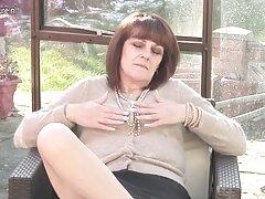 دختری لاغر اندام برهنه خود را در طبیعت نشان سکس زیباترین زنهای دنیا داد