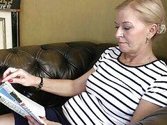 سبزه جوان روسی با زیباترین سکس سال یک گره با پشتکار دوربین را ضرب می زند