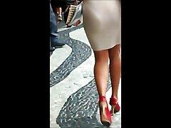گاو سیلیکونی که خروس بزرگ را زیباترین فیلم سکسی جهان تغذیه می کند