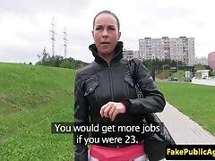 Spank یک شلخته روسی در الاغ و او را برای سکس زیباترین زن دنیا مقعد آماده کرد